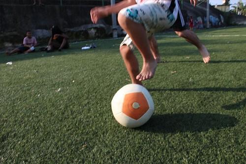 Создатели энергогенерирующего футбольного мяча Soccket начали сбор средств через Kickstarter