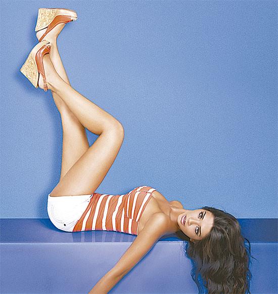 Anabel Angus como imagen de la tienda de calzado