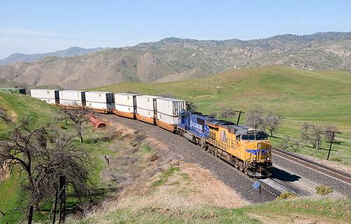 california up trains unionpacific tehachapipass bealville
