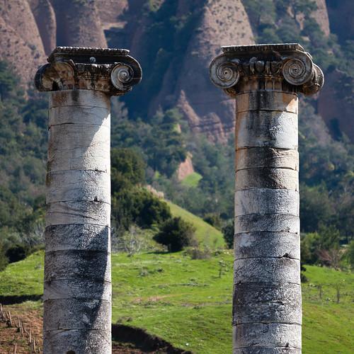 Zwei Säulen; copyright 2013: Georg Berg