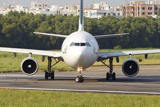 AP-BGR Airbus A310-325/ET PIA Pakistan International Airlines Lining Up for Take off - Head On