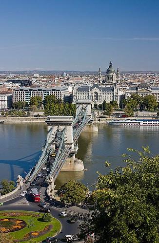 ハンガリー伝統の味とウィーン菓子を楽しんでみませんか?