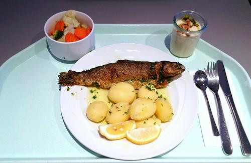 """Forelle """"Müllerin Art"""" mit Salbeibutter & Salzkartoffeln / Trout meunière with sage butter & potatoes"""