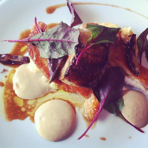 Pintade, foie gras, polenta, noix, dattes, verdure