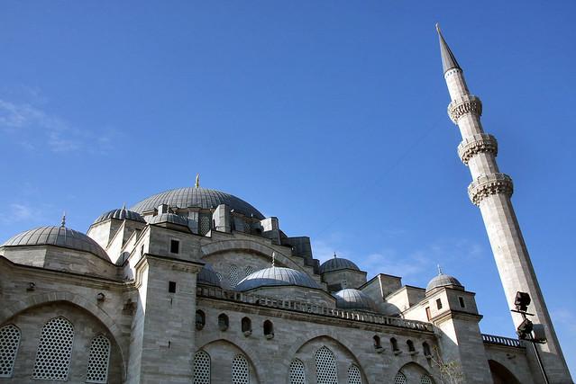 Suleymaniye Mosque and blue sky, Istanbul, Turkey イスタンブール、スレイマニエ・モスクと青空