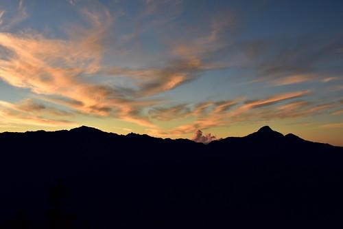 雪山哭坡日出眺望中央尖與南湖大山