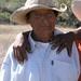 Portrait of a man harvesting wheat - Retrato de un hombre cosechando trigo; Magdalena Jaltepec, Distrito de Nochixtlán, Región Mixteca, Oaxaca, Mexico por Lon&Queta