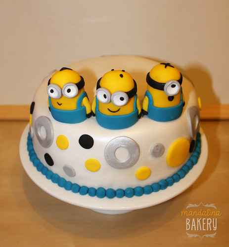 Despicable Me Minions Birthday Cake for Simon 3