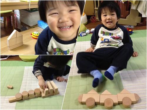 積木で遊ぶとらちゃん 2013/3/12