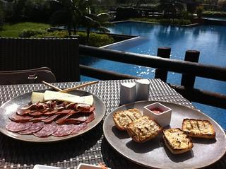 En el restaurante in Black nos tomamos unos ibéricos y un arroz negro junto a la piscina y con unas extraordinarias vistas al mar. asia gardens benidorm, #experiencia en el paraiso - 8556148726 084b0d1ff0 n - Asia Gardens Benidorm, #experiencia en el paraiso