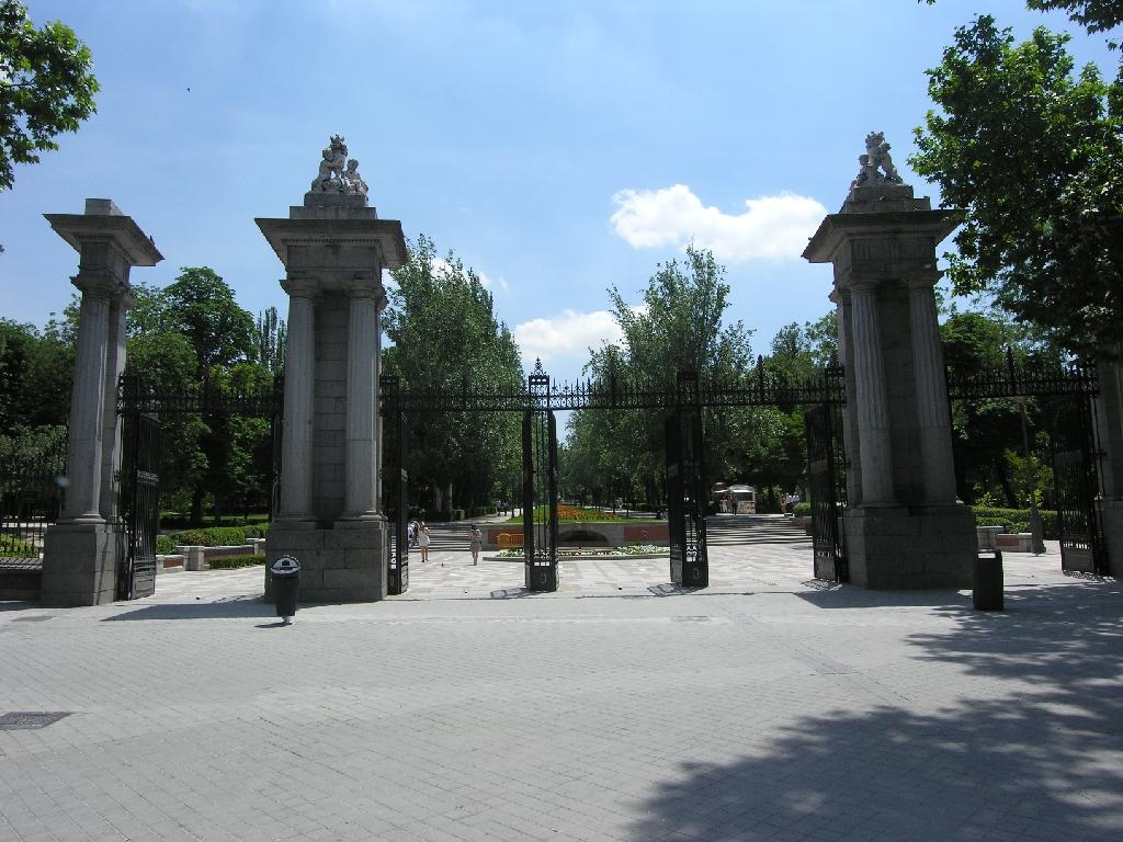 Parque del Retiro, Puerta de la Indepencia, richting park