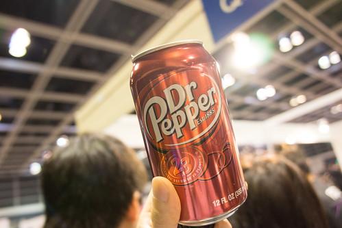 血拼前喝一罐六佰的Dr. Pepper, 精神百倍!