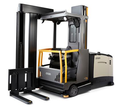 Номинация на премию IFOY: штабелер с боковой обработкой грузов в очень узких проходах TSP 7000