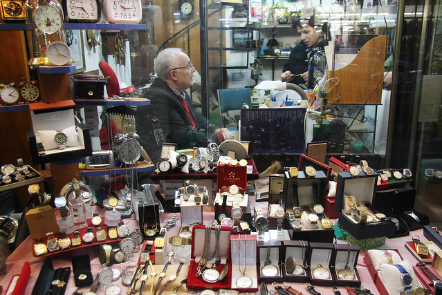 Antique watch shop in Kadikoy, Istanbul, Turkey カドゥキョイのアンティーク時計屋さん