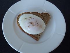 Pocheret æg på toast