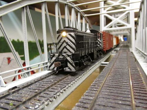 A Bachman Santa Fe Alco S 4 yard switcher pulling a local freight train across the Missisippi River lift bridge model. by Eddie from Chicago
