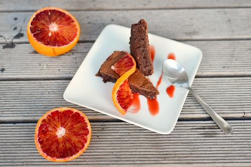 tarta de ciocolata cu sos de portocale rosii