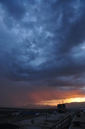 sunset mountain afghanistan rain nikon desert military range nato tk oef enduringfreedom virga isaf hindukush uruzgan d5000 kampholland tarinkowt fisherbray fobripley tarinkot orūzgān روزګان اوروزګان