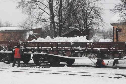 Clearing snow from the railway yard at Koziatyn (Козятин)