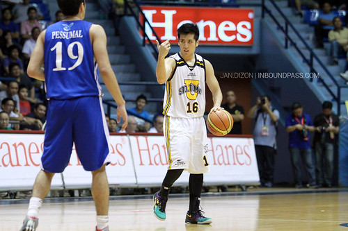 FilOil 2013: Ateneo Blue Eagles vs. UST Growling Tigers, April 20