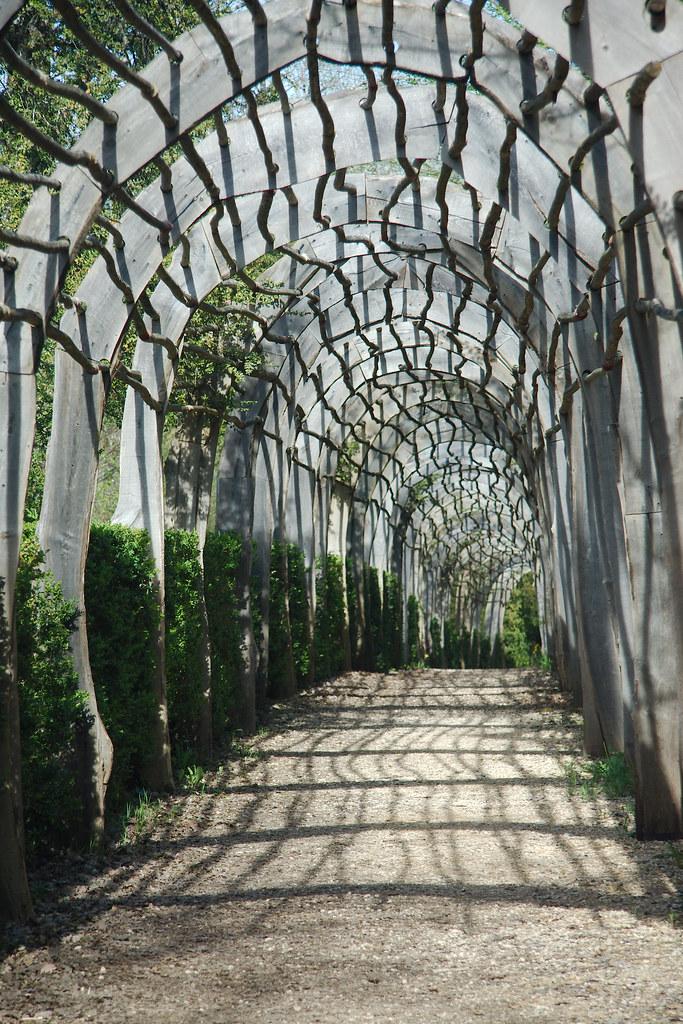 マルケイサック庭園に向かう道にあるドーム