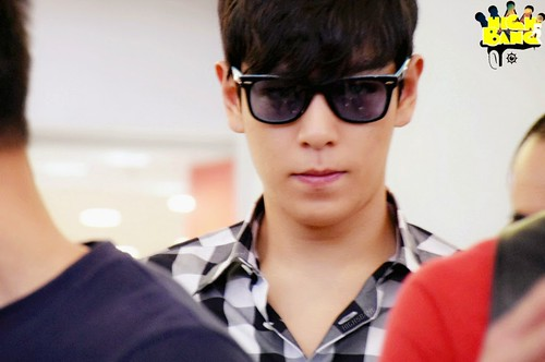 TOP-HongKongAirport-26sep2014-Fansite-High5bang-02