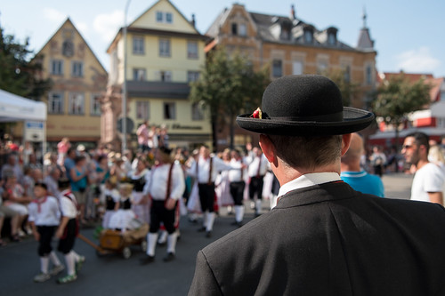 2016_09_11_Zuschauer_in_Tracht_Landesfestumzug_Bad_Mergentheim-1
