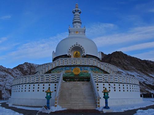 morning winter india ice canon temple stupa buddhism monastery zanskar shanti leh ladakh chadar shantistupa