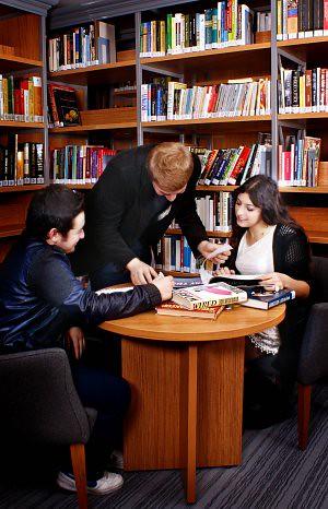 Üsküdar Üniversitesi'ne 2 Bin Kitap
