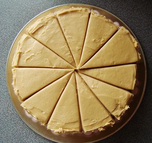 Easy Caramel Cake: 11 Slices