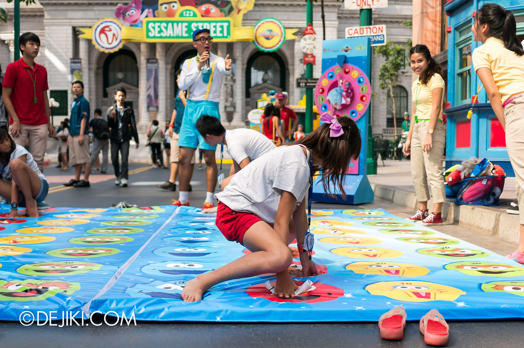 Street Game 1 - Abby Cadabby's Balance / Twister: in action