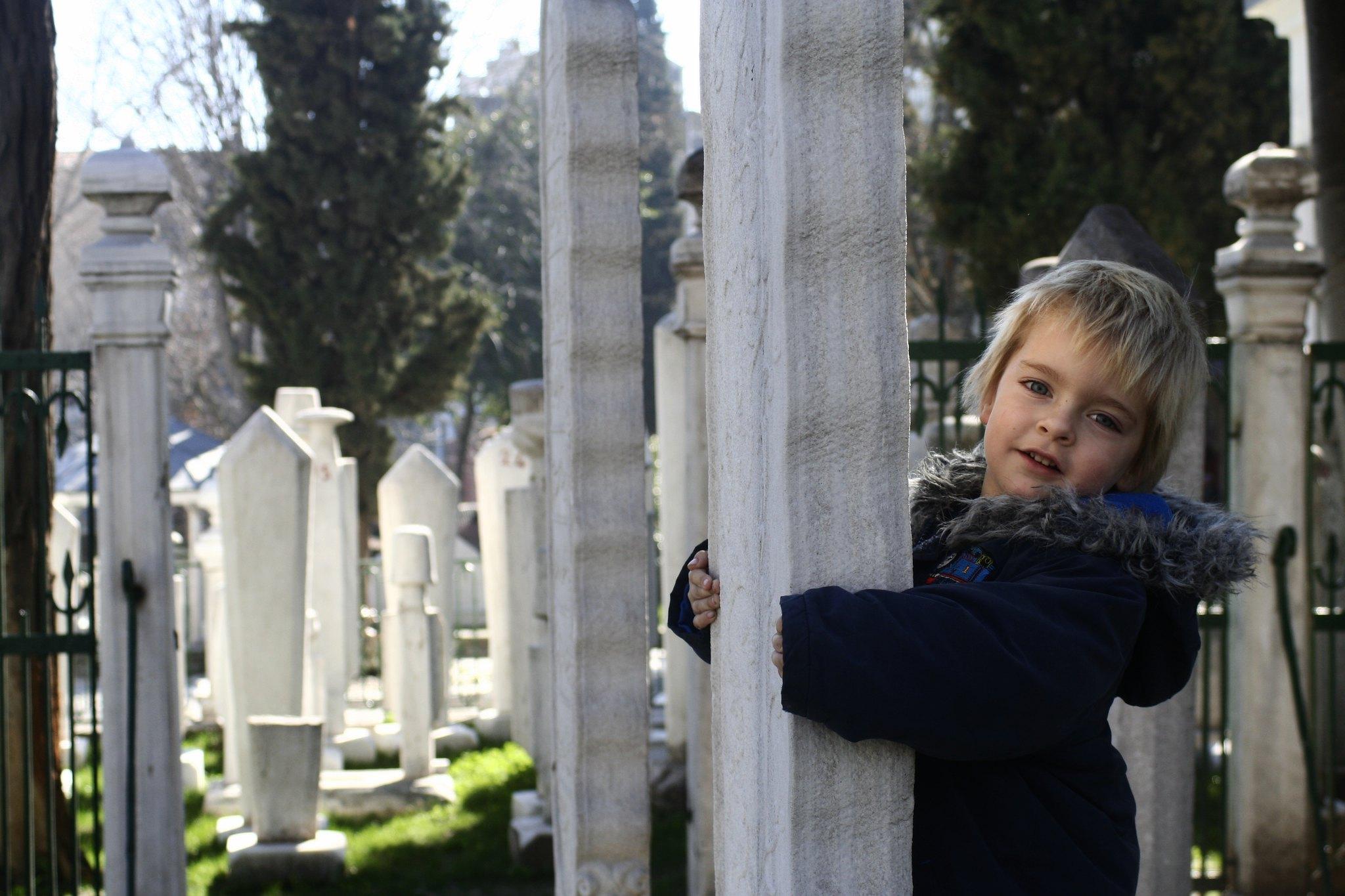 Grave-hugging