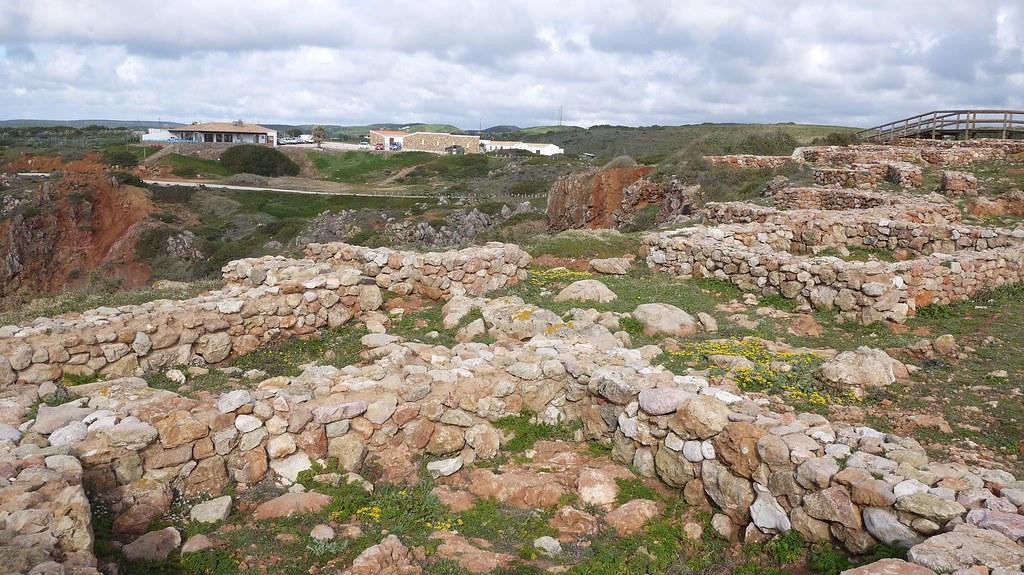 Cliff top Ruins