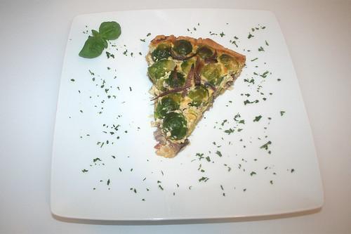 42 - Rosenkohl-Quiche mit karamellisierten roten Sherry-Zwiebeln / Brussels sprouts quiche with caramelized red onions - Serviert