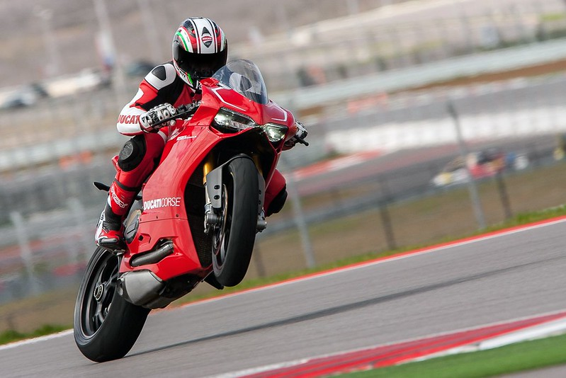 2013-ducati-1199-panigale-r-official-pictures-photo-gallery_9