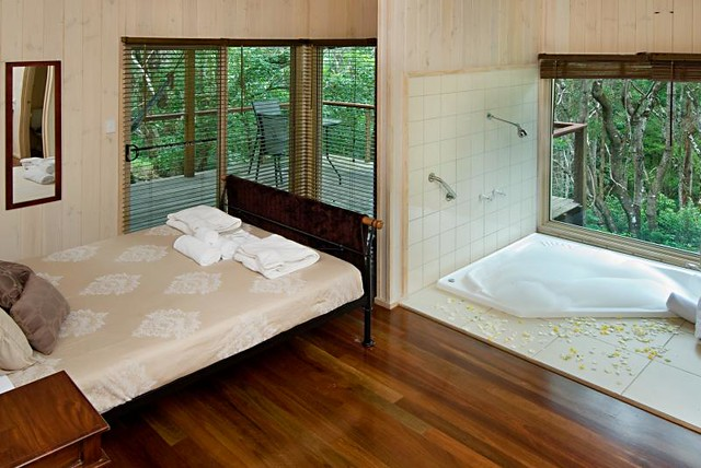 Tree_Houses_of_Montville_Modern_Luxury_Tree_House_Spa_2