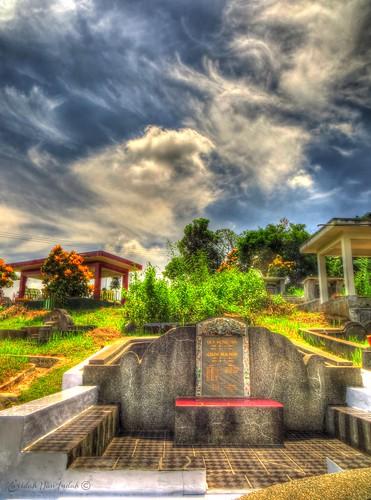 Bong Ciamis - Chinese Tomb by Karidah Nan Indah