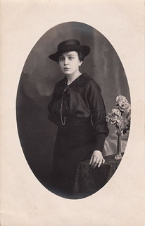 Portrait of Lina Neuhof by Corona (1918)