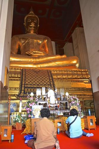 Giant Buddha at Wihaan Phra Mongkon Bophit