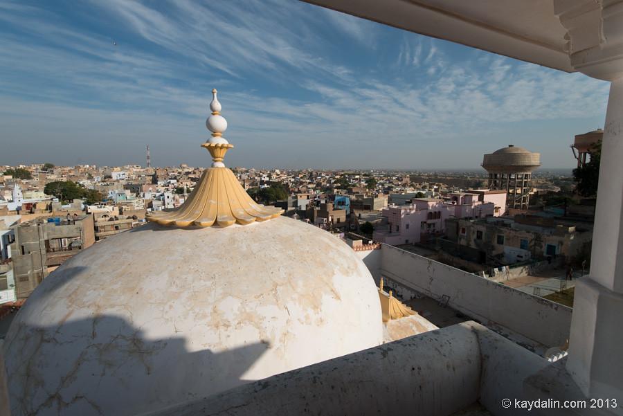 дневнейший храм джайнистов. Вид с крышы