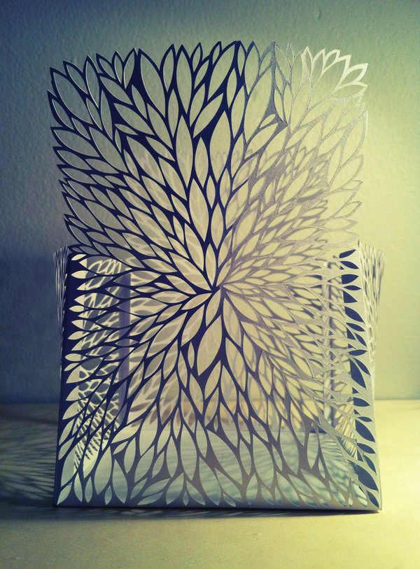 cajas hechas de papel cortado