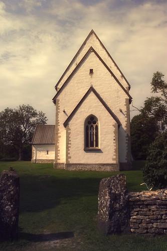 Средневековая церковь на острове Муху