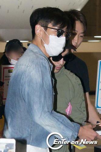 BIGBANG wout Seungri departure Seoul to Tokyo 2016-08-26 2 (6)