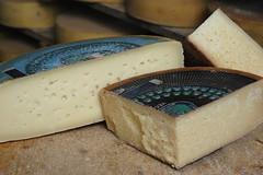 baking(0.0), pecorino romano(0.0), parmigiano-reggiano(0.0), gruyã¨re cheese(1.0), food(1.0), dairy product(1.0), cheese(1.0), cheddar cheese(1.0),