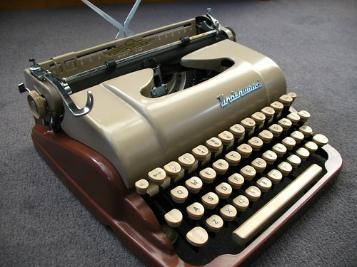 Underwood De Luxe Quiet Tab c. 1954