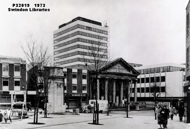 1973: The Baptist Tabernacle, The Cenotaph & Aspen House, Regent Circus, Swindon