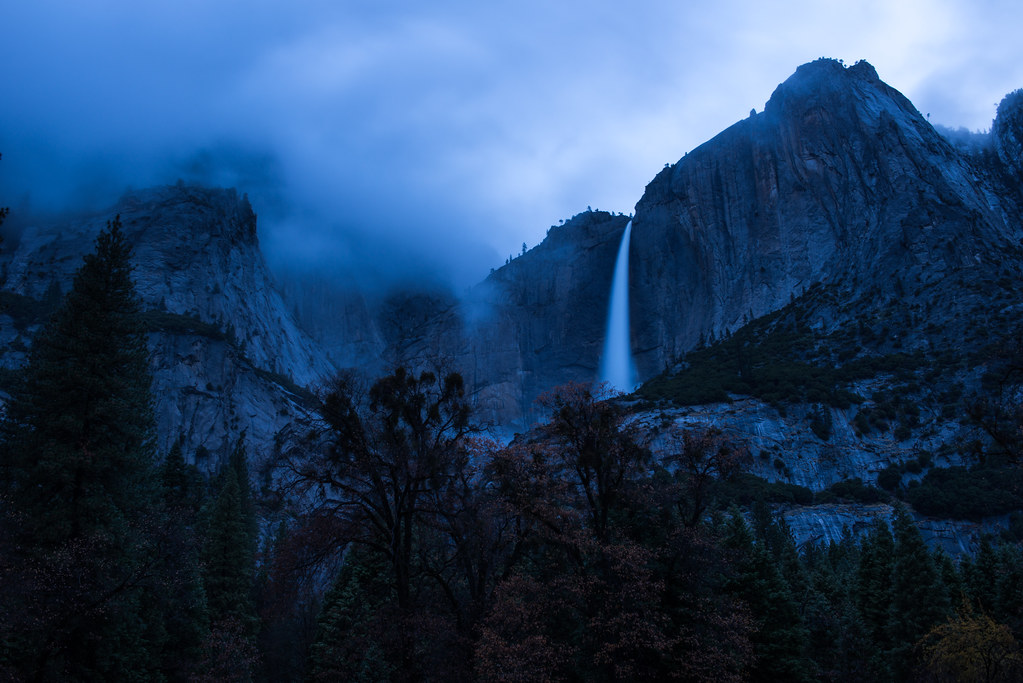 Evening descends upon Yosemite