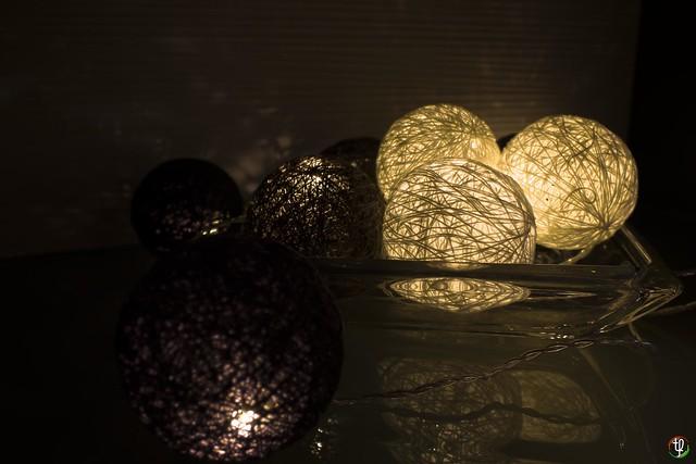 Leuchtballen in der Vitrine