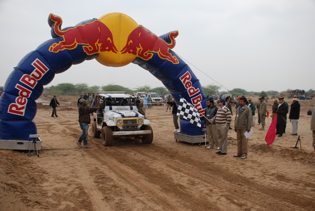 8th Cholistan Jeep Rally 2013 Report: Dedicated to the Late Syed Abbas Akbar - 8502768384 89cfbcae1a z