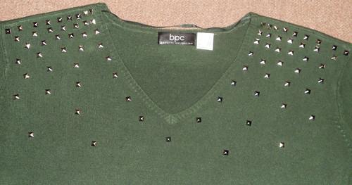DIY - personalizzare un maglione con le borchie